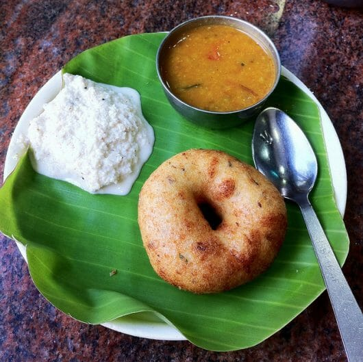 Vada with coconut chutney (Photo by: https://www.flickr.com/photos/surajram/)