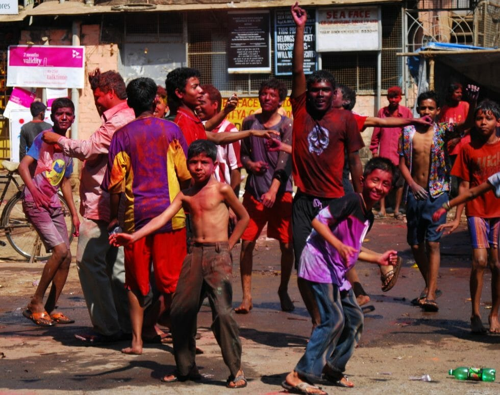 tips on celebrating holi in india