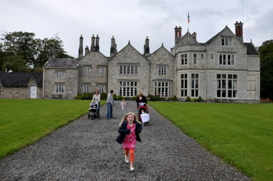 Stay in castles, B&B and hotels while planning a trip to Ireland