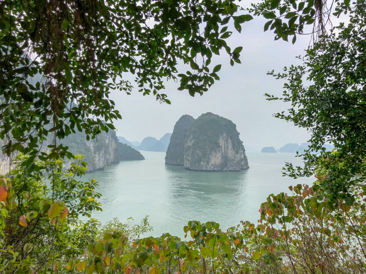 Guide To An Unforgettable Overnight Halong Bay Cruise